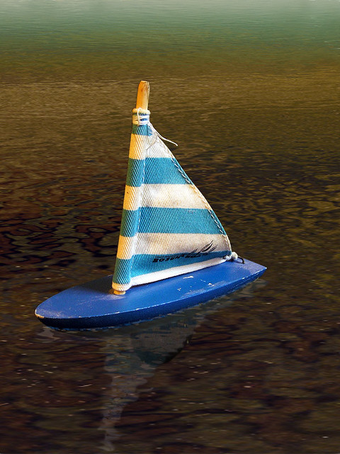Toy boat - after | I trying put toy boat floating top of wat… | Flickr