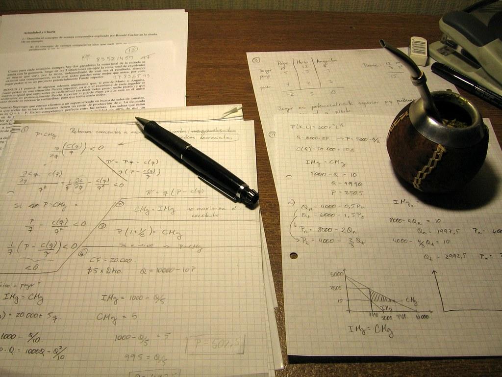Resultado de imagen de estudiar economia