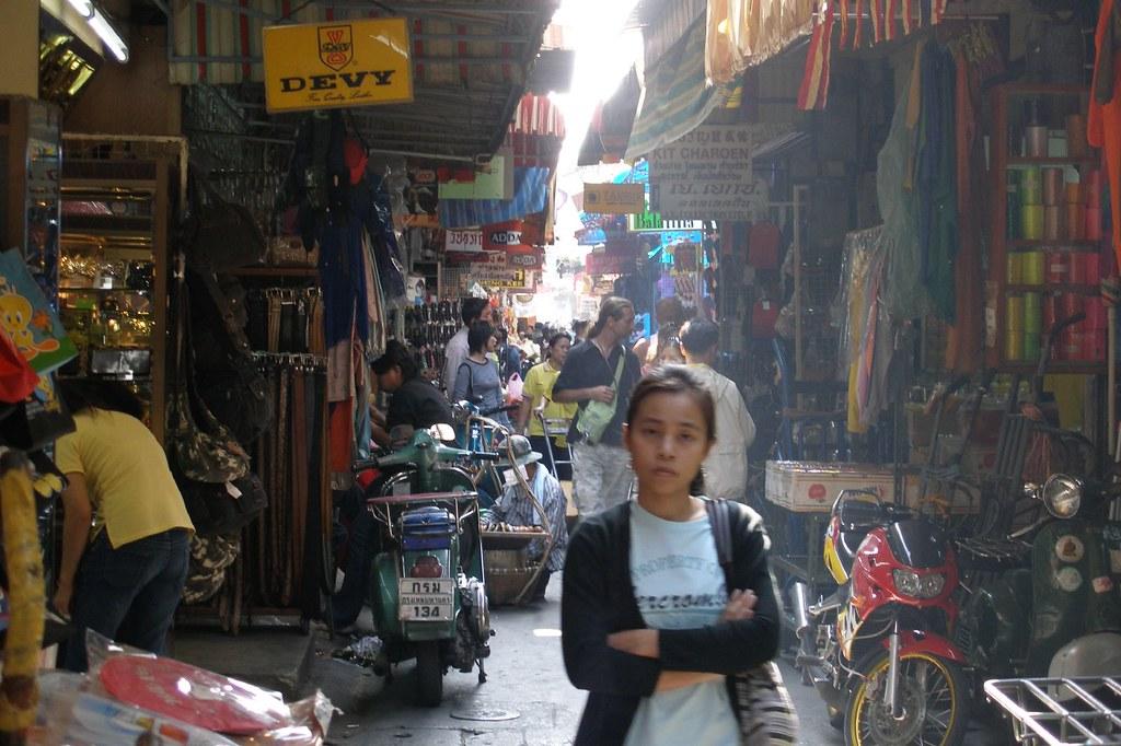 Sampeng Lane in Bangkoks Chinatown (2007-01-081 ...