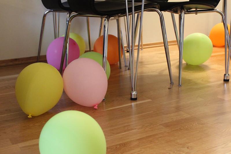 Birthday(s), Et dryss kanel