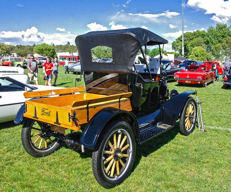 1915 Model T rear view