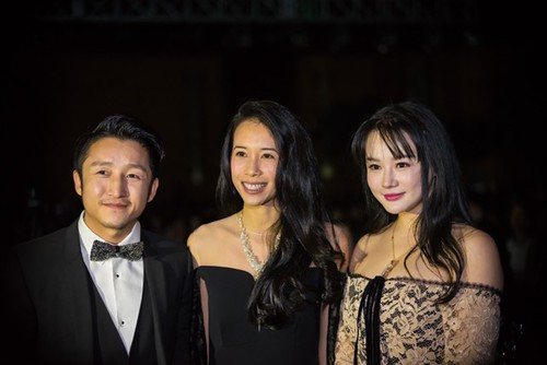 Superstar Karen Mok with Olympic boxer Zou Shiming and his wife