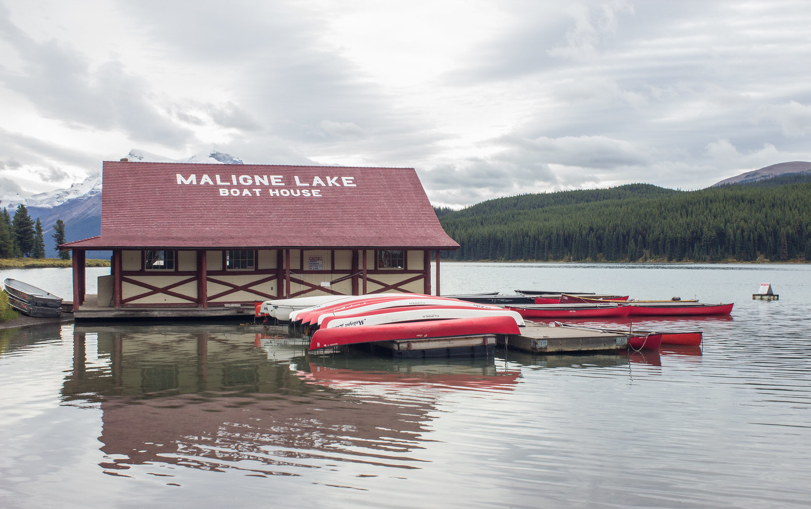 Maligne Lake boat house and kayak rental