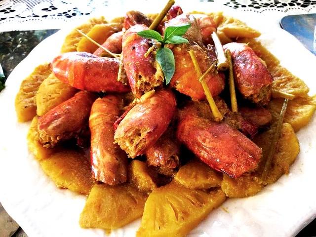 Kunyit pineapple with udang galah