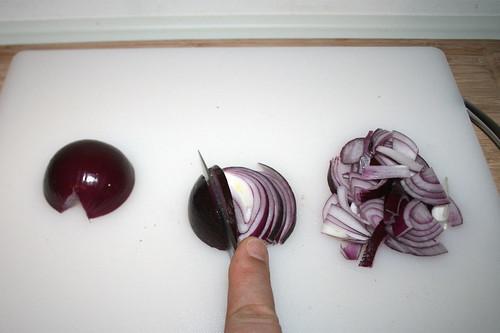 12 - Zwiebel in Spalten schneiden / Cut onion cleaves