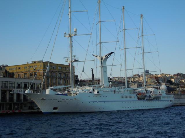 WIND STAR 號世界最大的機動帆船