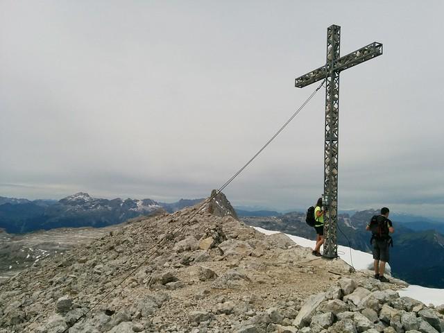 Gipfelkreuz Neunerspitze in der Fanesgruppe
