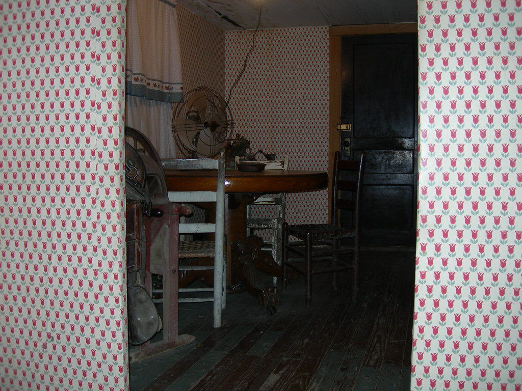 Loretta lynn 39 s homeplace this is the kitchen of the for C furniture new lynn
