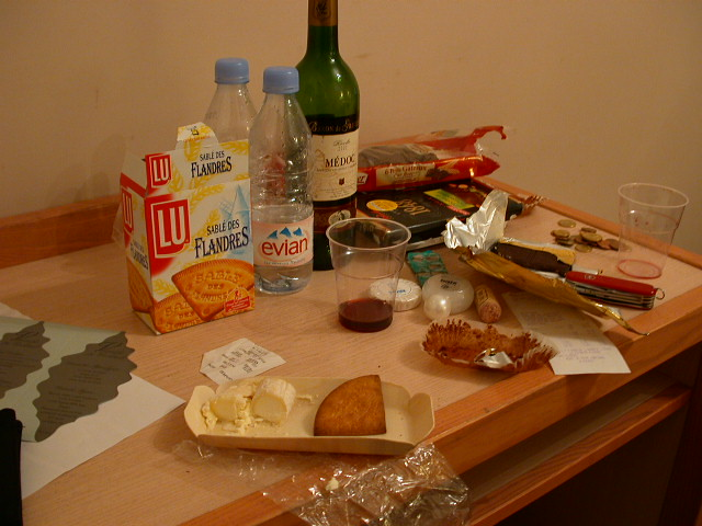 Snacks In Nice Hotel Room Uosɐɾ ɹnɥʇɹɐɔɯ Flickr