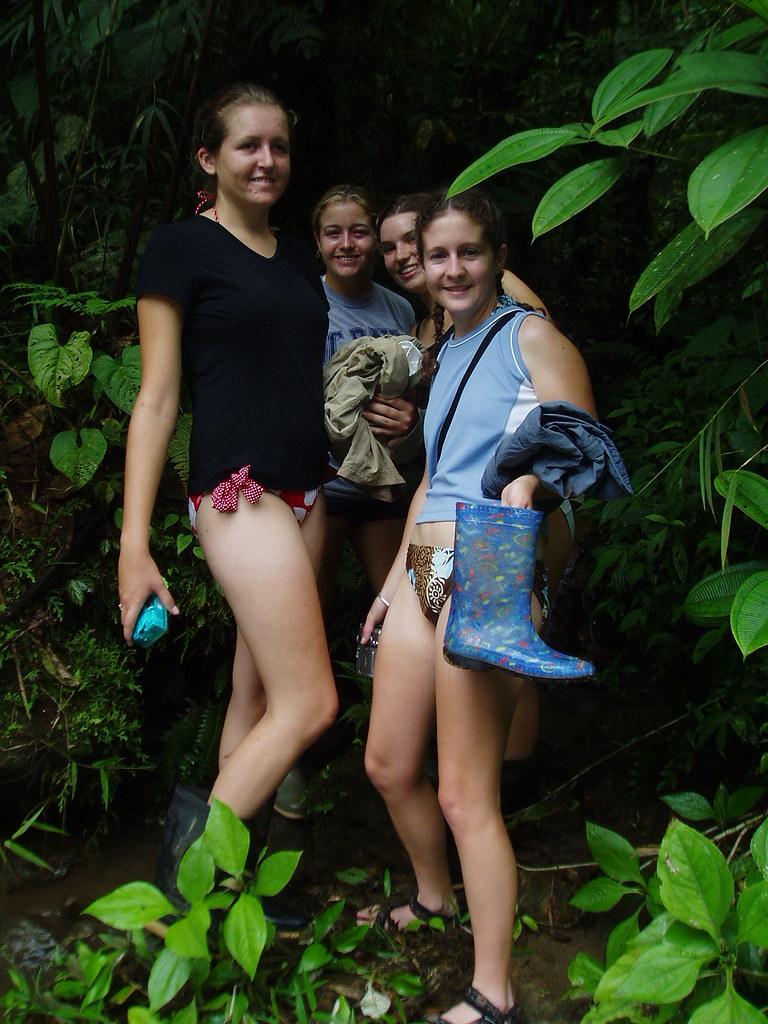girls pantsless