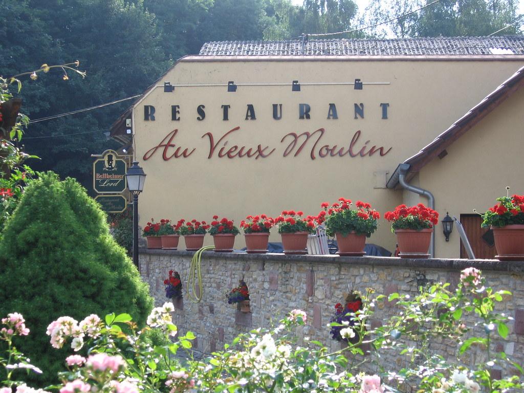 Vieux Moulin A Cafe En Fer