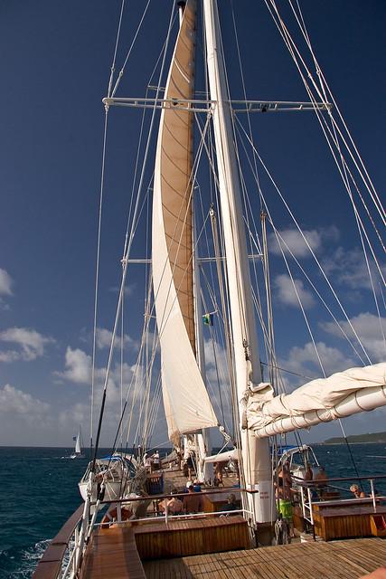 au-cruise-naturel-nude-travel-windjammer-naked-girls