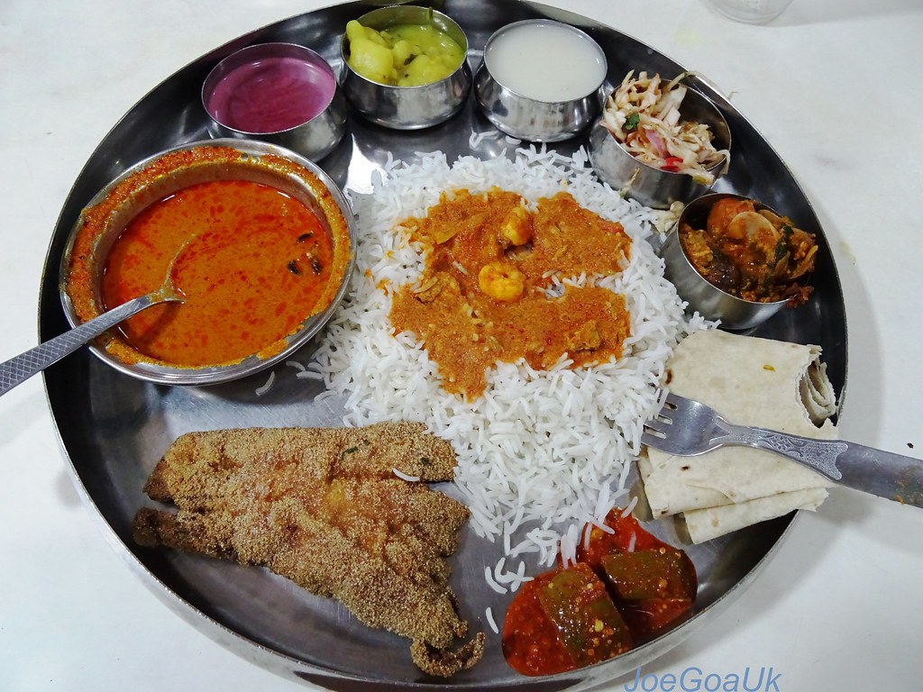 Fish Curry Rice Thali With Moddso Fry Prawns Curry Tisri Flickr