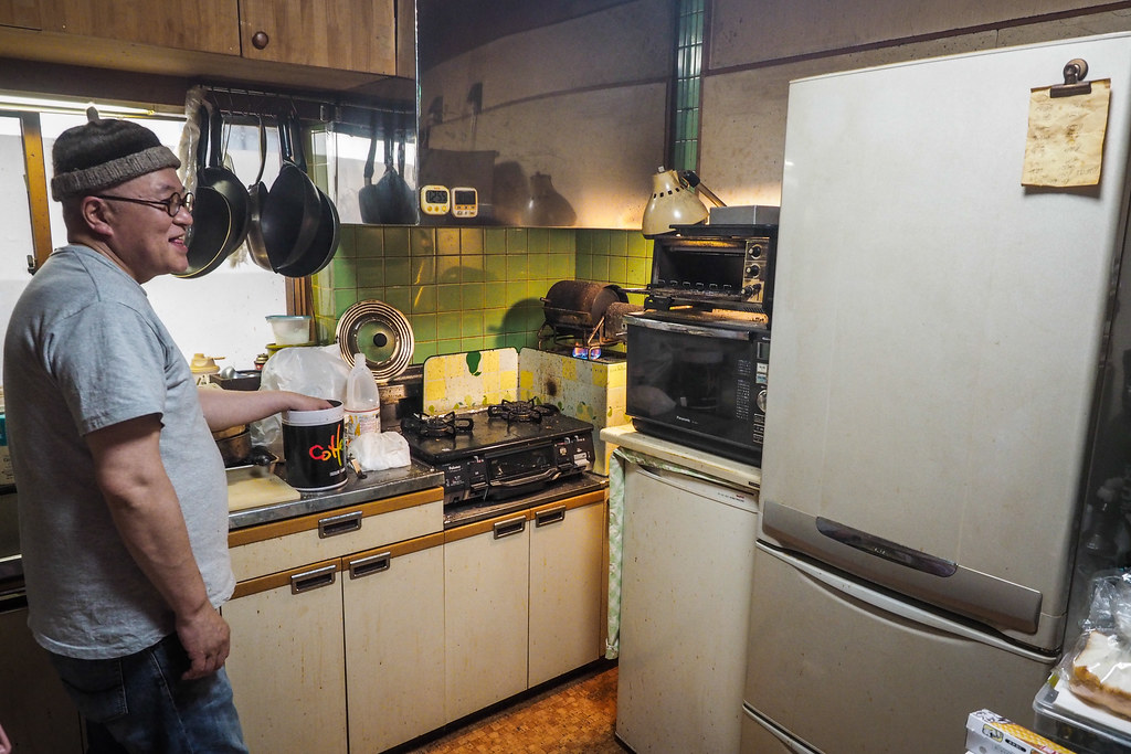 Hideyuki Kikkawa owner of Log Bear Coffee House roasting coffee (Lake Shikotsu township, Hokkaido, Japan)