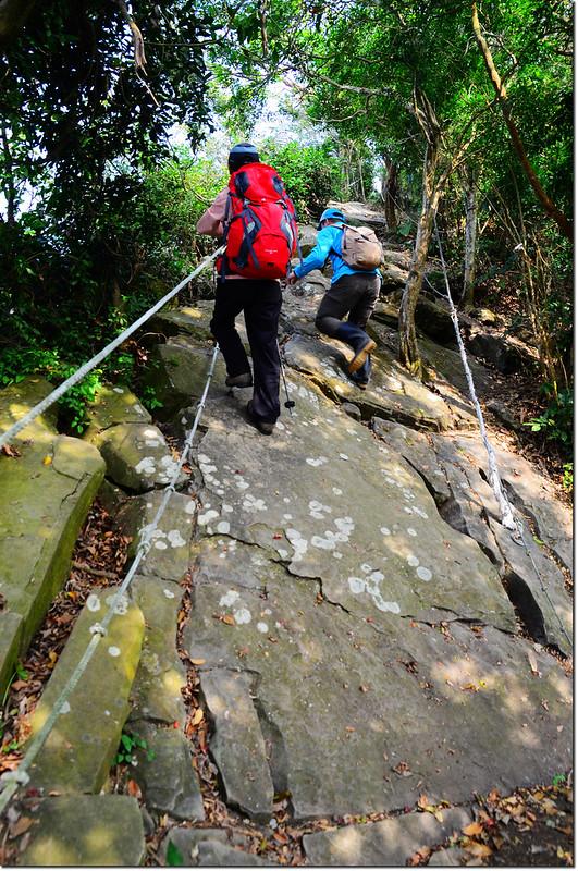 攀登岩壁 1