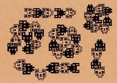 クラフト紙33_方方で噛み合う白四角うさぎと黒四角うさぎ