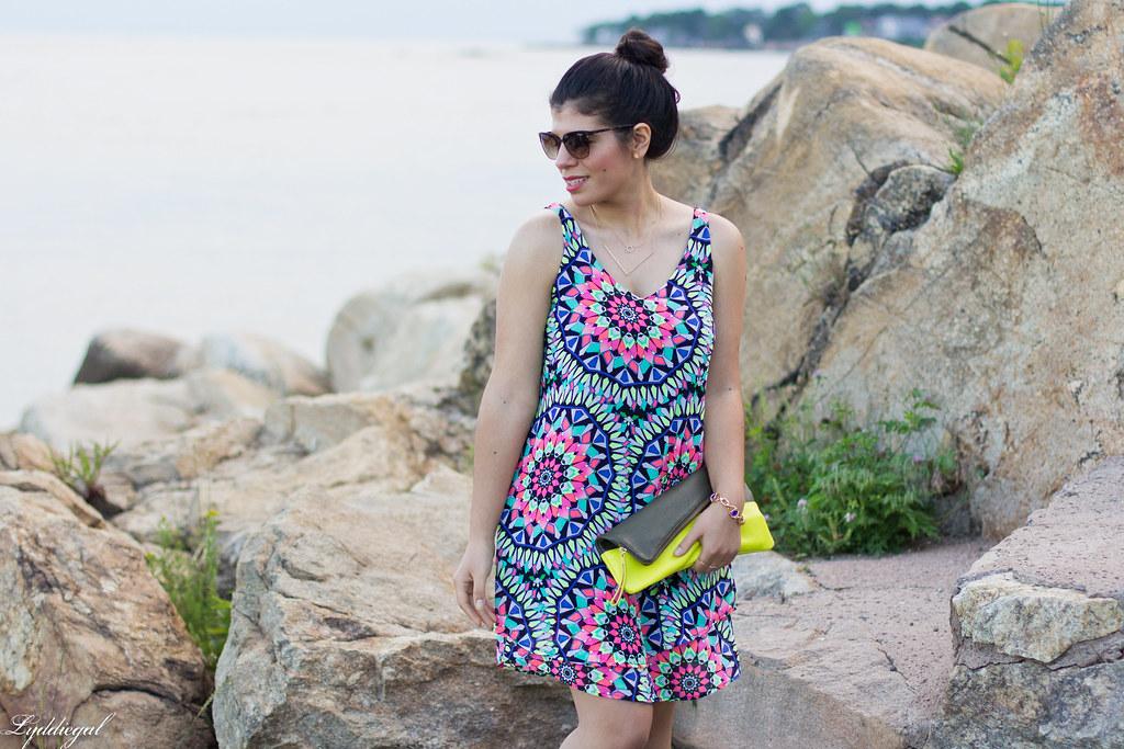 kalediscope print shift dress, color block clutch-2.jpg