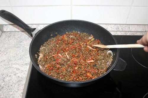 33 - Linsen mit Zwiebeln & Tomatenmark vermengen / Stir in lentils