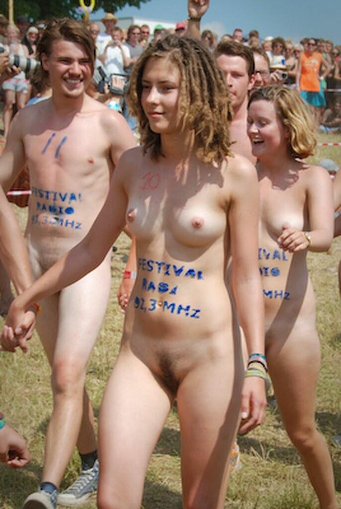 Running nude com