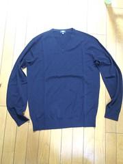 ユニクロのエクストラファインメリノVネックセーター