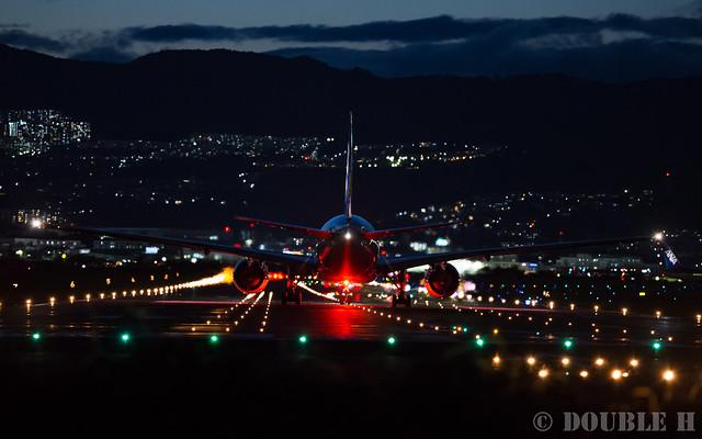 Itami Airport 2016.9.8 (23) ANA's B777-200