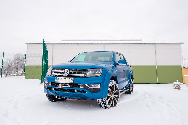 VW Amarok vs rugby