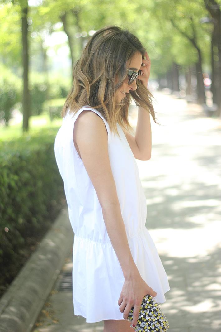 White dress black sandals15