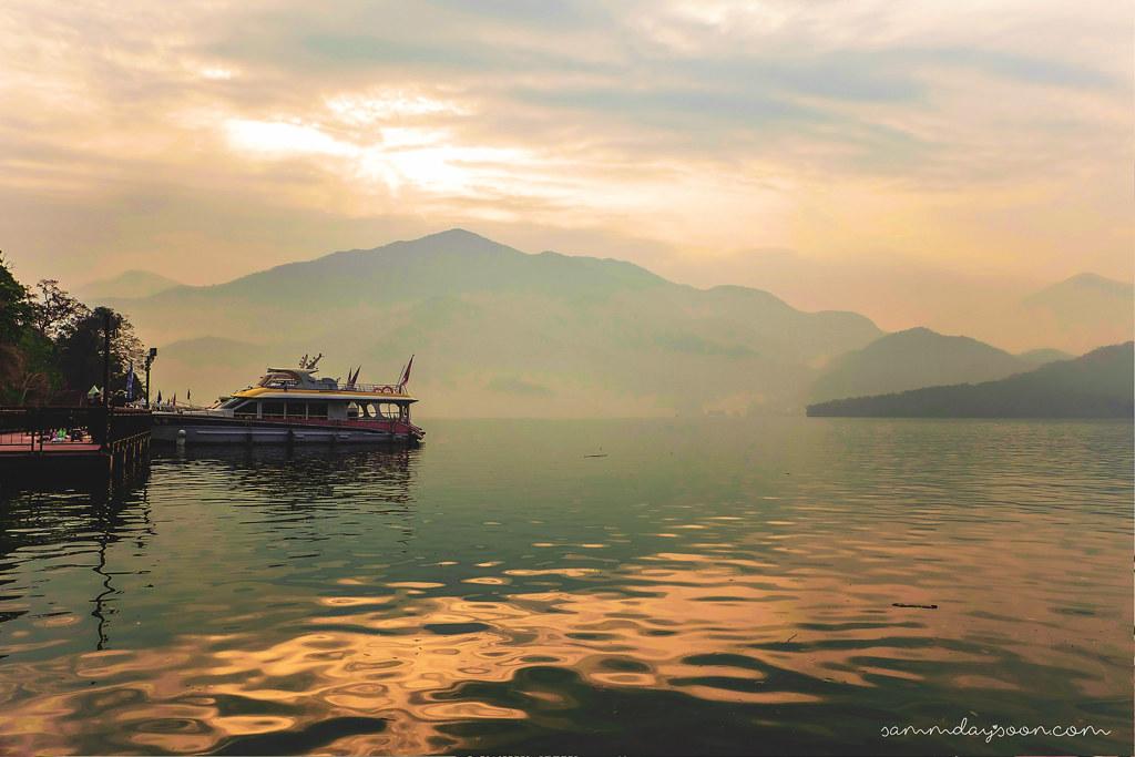 morning-sun-moon-lake-taiwan