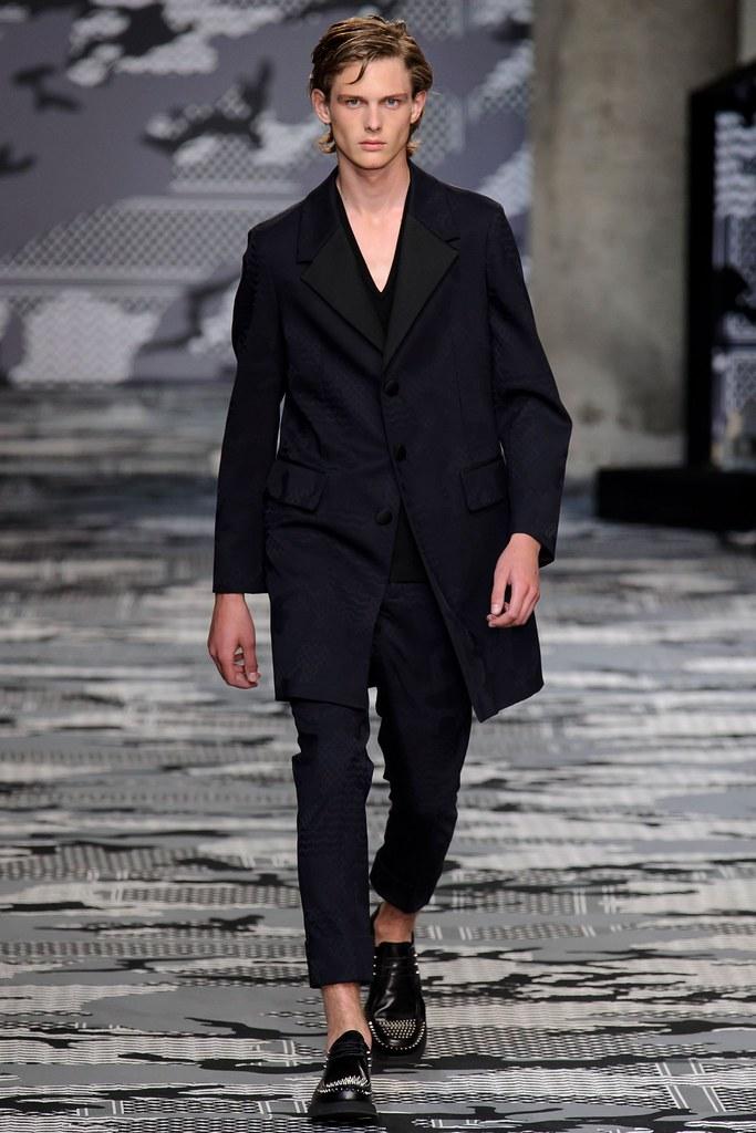SS16 Milan Neil Barrett037_Gustav Fog(fashionising.com)
