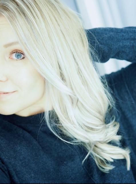 BlondeCurlyHairNewHair,PC219905.jpgBlondeGrayCurlyHairHighlights,PC219889.jpgGrayLightBlondeHighlightsNewHairPC219839.jpgLightGrayBlondeHairNewHair, new year new hair, uusi vuosi uudet hiukset, cold blonde highlights, kylmän vaaleat raidat, hopea, silver, cold, kylmä, clear, kirkas, haircolor, hiustenväri, kampaaja, kampaamo, hairdresser, helsinki, hiukset, hair, kauneus, beauty, vaaleat hiukset, blonde hair, blond, hairstyling, hiusten muotoilu, kiharat, curls, pitkät hiukset, long hair, cold light color, silver tone, hopean sävy, kylmä sävy, cold silver, light blond, cold tone, inspiration, hairinspo,