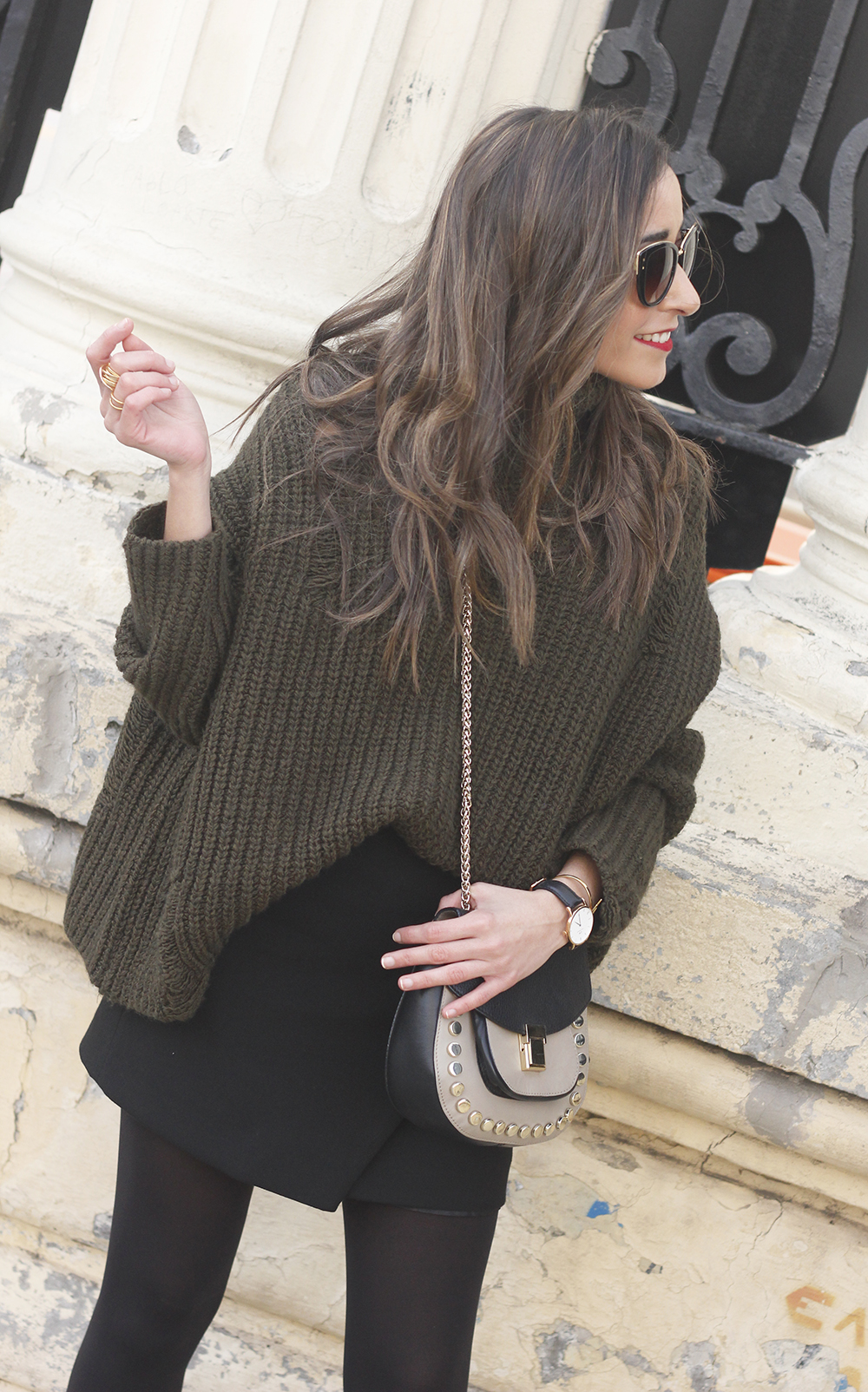 green sweater booties black skirt uterqüe bag style fashion winter outfit12