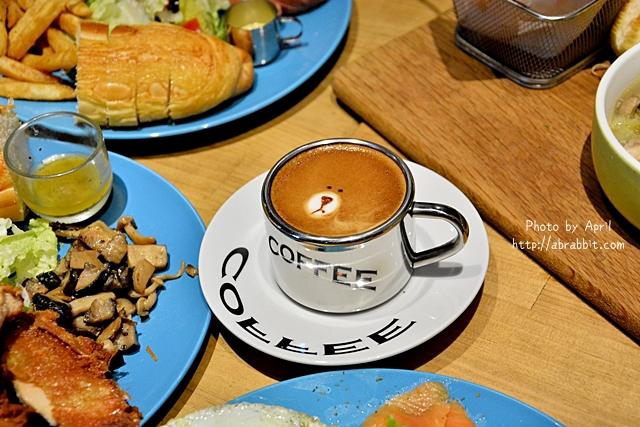 台中美食|台中早午餐|牧熊小館–巷弄內的人氣早午餐,熊熊咖啡好可愛啊!@西區 向上南路