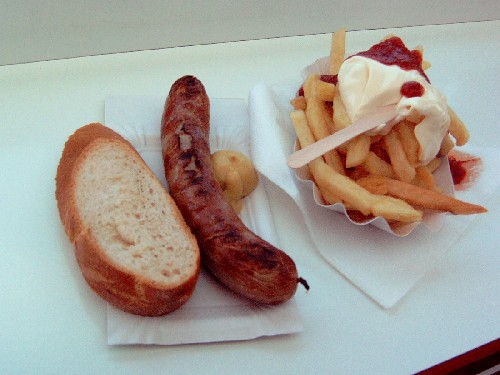 Bratwurst mit Pommes Rot-Weiss | by tiexano