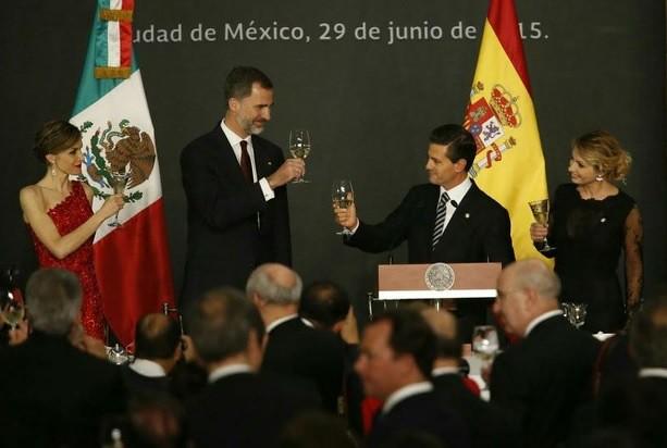 España y México viven momentos de evolución política y social: Felipe VI