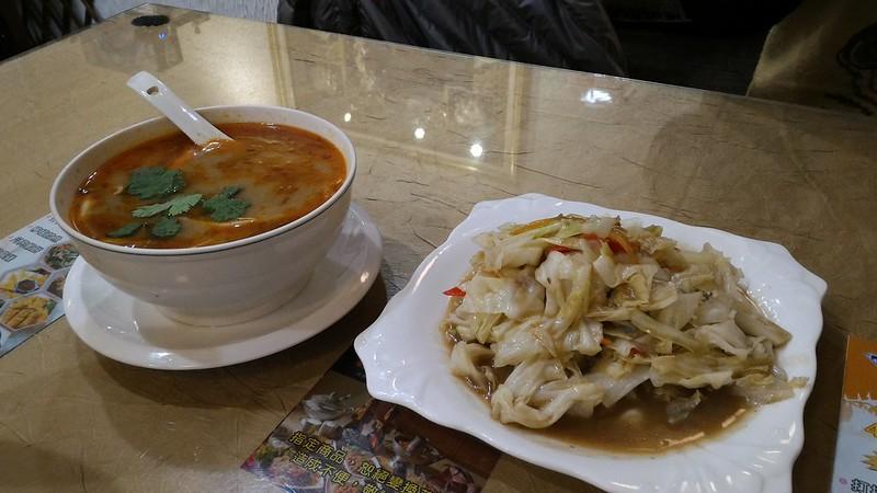 酸辣海鮮湯&蝦醬高麗菜