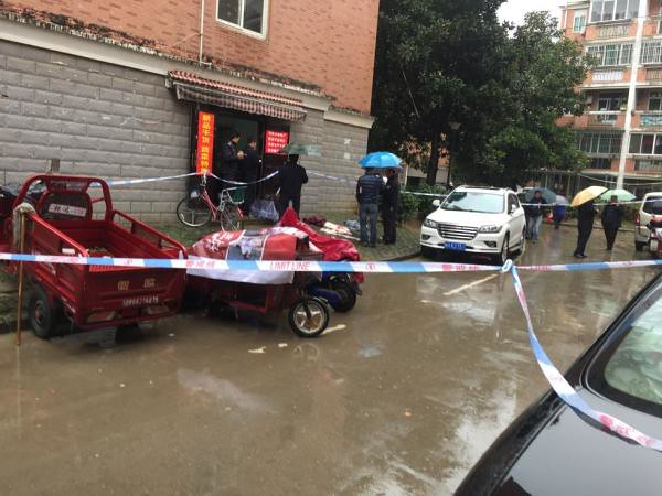 Hefei trader stabbed-2 Administrator 1 dead, 1 injured, police investigating a motive