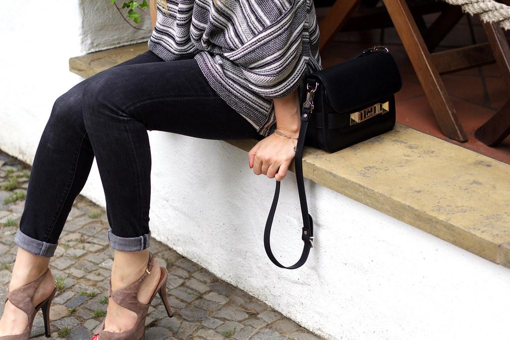 Esprit oversize sweater proenza schouler bag