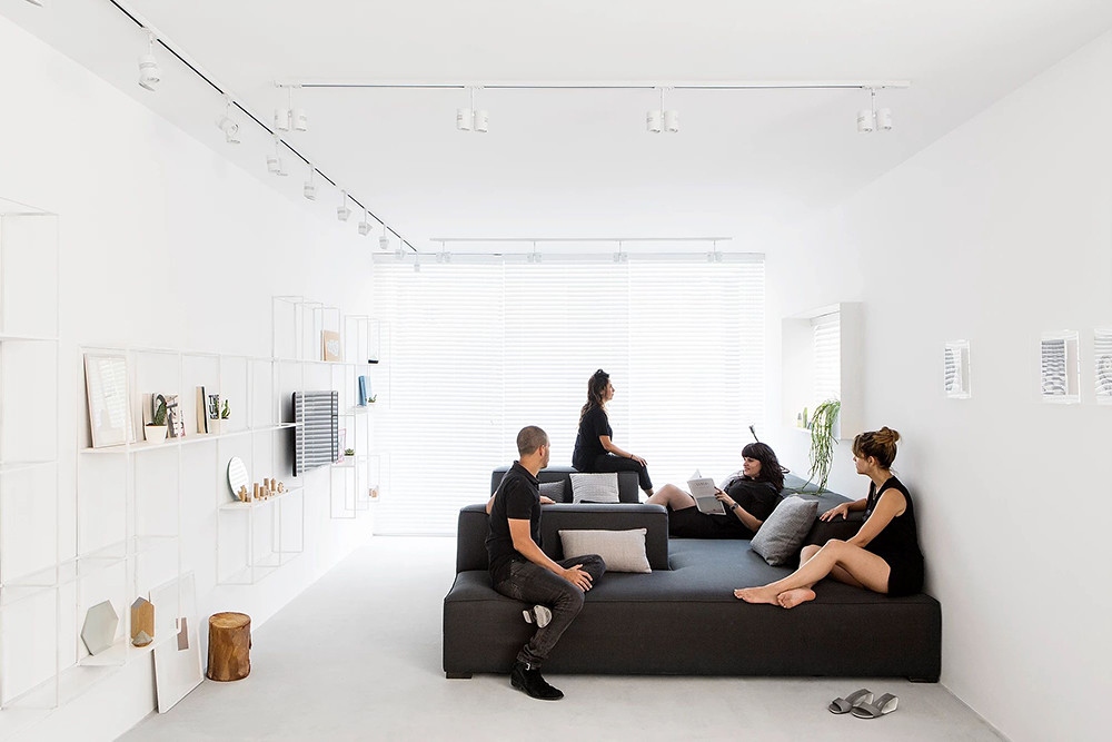 SIG black and white apartment by Yael Perry Sundeno_01