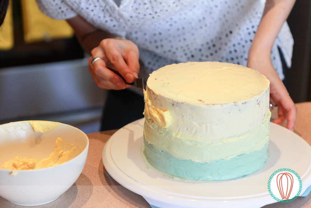 Tutorial: Filling and Covering a Cake with Buttercream (Part 3 of 3)