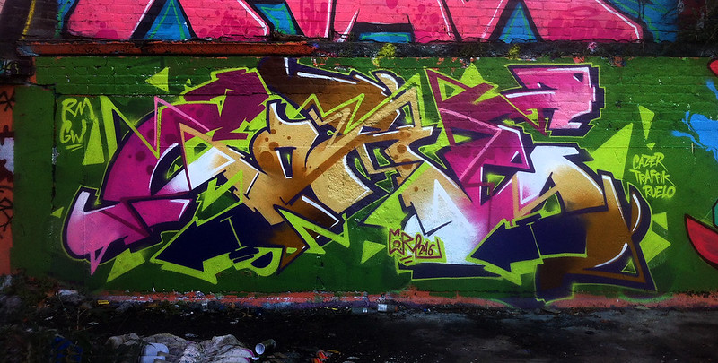 Core246_Bow_Graffiti_Spray