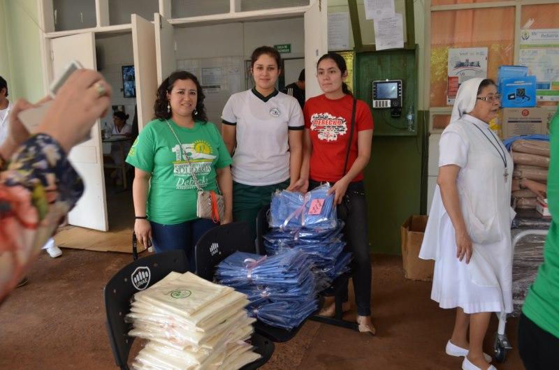 14-09-25-entrega-donaciones-01