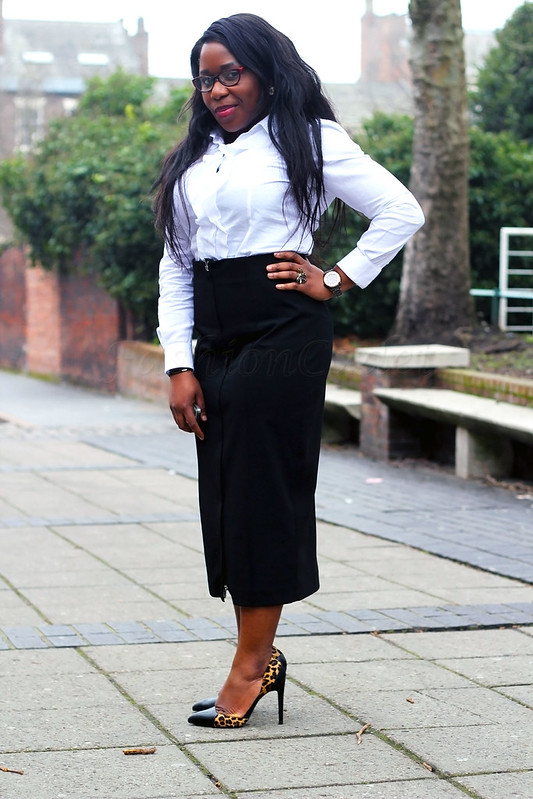 monochrome-outfit-how-to-style-monochrome-look-work-style-work-fashion-work-wear,Zip Front Midi Skirt, two tone black and leopard print heels, black and leopard print heels, two tone heels