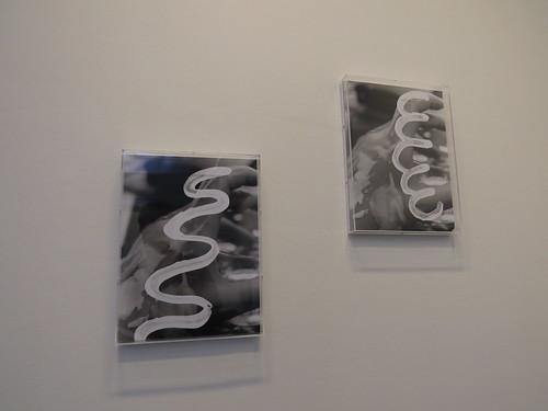 Sandra Vaka Olsen: Suncreampill (hand 1&2)