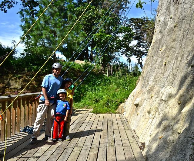 family of rock climbers - La Ruta del Yalu