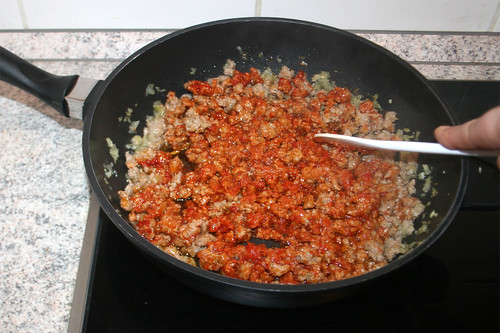 22 - Tomatenmark anbraten / Braise tomato puree