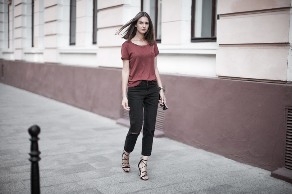 black-girlfriend-jeans-outfit-street-style