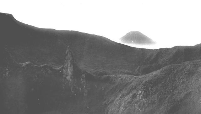 Gunung Pakuwaja tahun 1938 (courtesy Tropenmuseum NL)