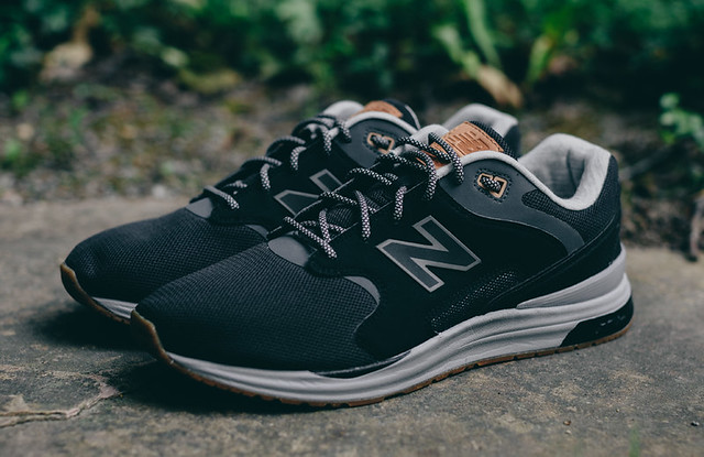 New Balance Combines Two of Its Retro Runners 7