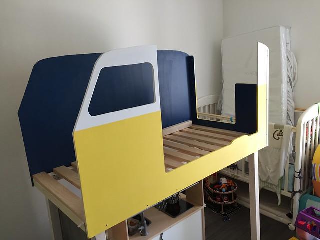 Début du montage du van sur la structure du lit