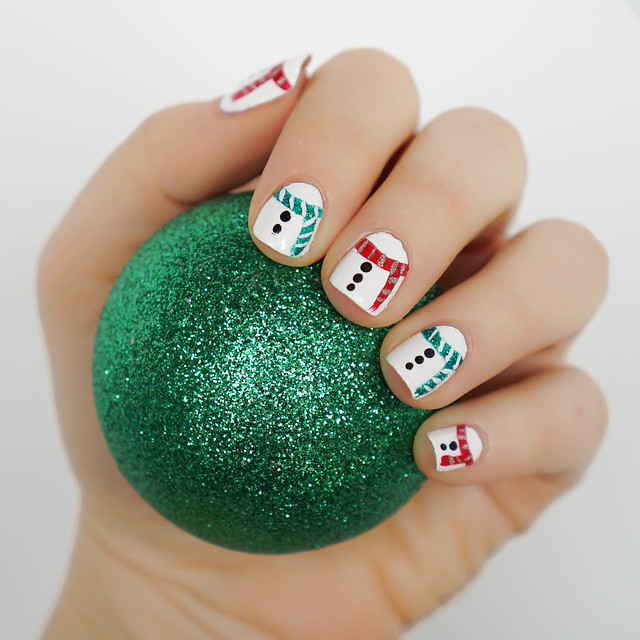 Snowman Scarf Nail Art | Christmas Holiday Manicure | Green Glitter Ornament